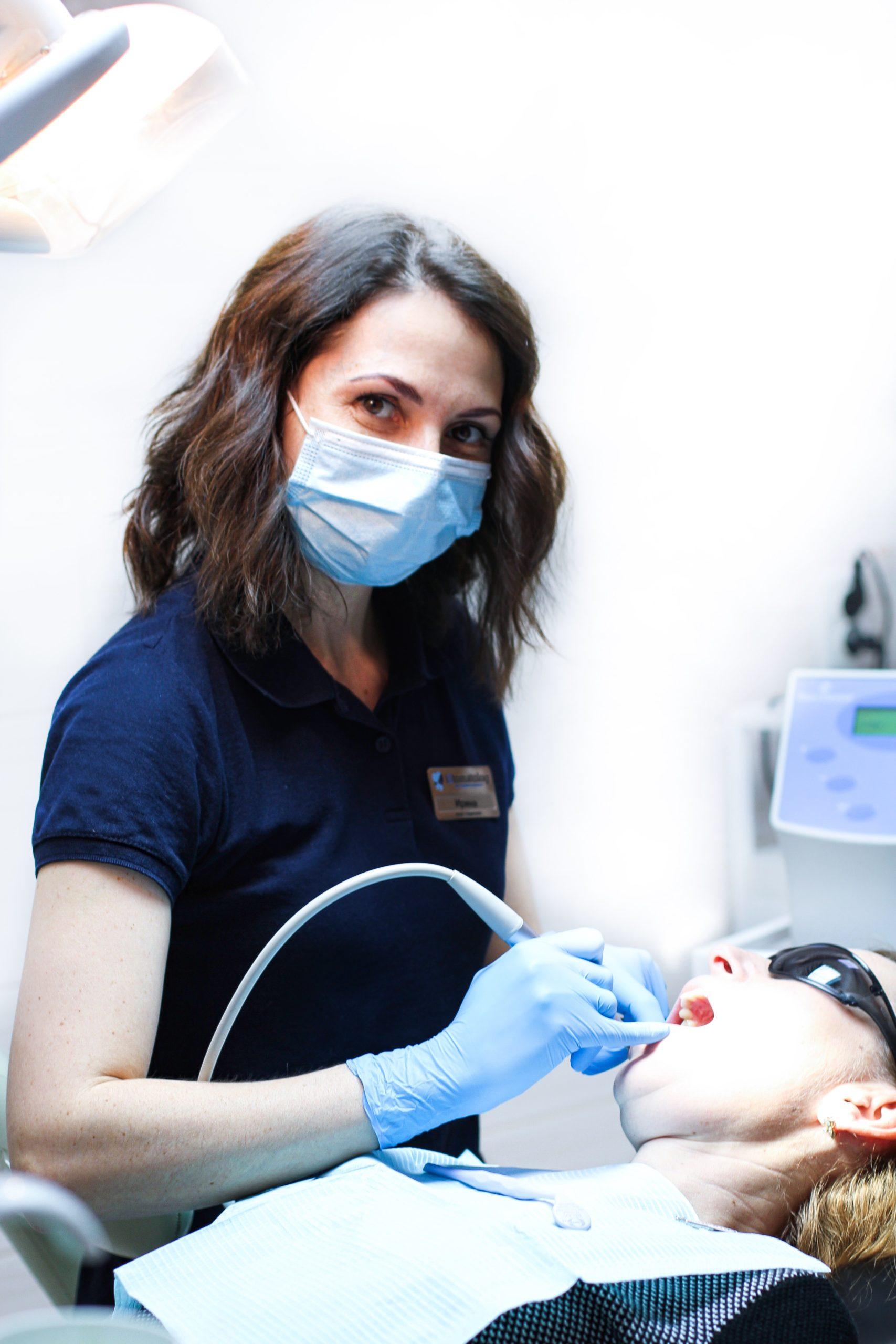 IMG 1093 scaled - Пломбування зубів